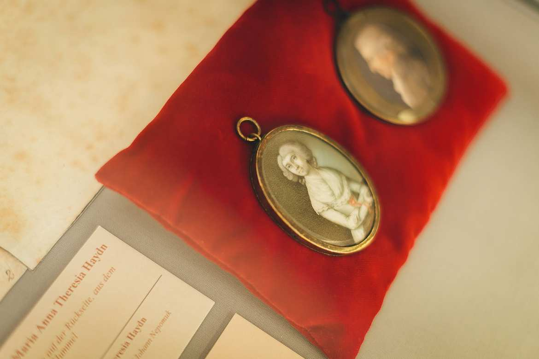 Portraitmedaillon von Maria Anna Theresia Haydn, Foto: © Nicole Heiling